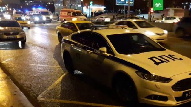 Сбивший группу пешеходов вМоскве водитель проехал на «красный».ДТП, Москва, пешеходы.НТВ.Ru: новости, видео, программы телеканала НТВ