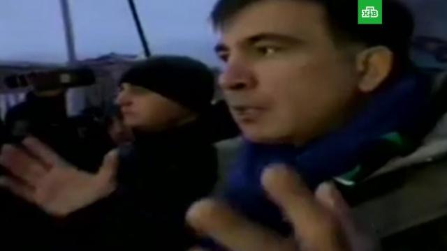Саакашвили призвал сторонников прекратить штурм Октябрьского дворца.митинги и протесты, Порошенко, Саакашвили, Украина.НТВ.Ru: новости, видео, программы телеканала НТВ