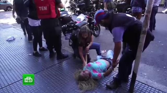 Входе столкновений встолице Аргентины пострадали более 150человек.Аргентина, беспорядки, митинги и протесты, полиция.НТВ.Ru: новости, видео, программы телеканала НТВ