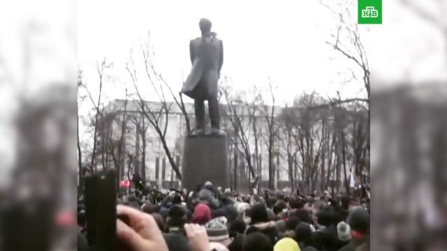 На митинг Яшина вцентре Москвы пришли 300человек.Москва, митинги и протесты.НТВ.Ru: новости, видео, программы телеканала НТВ