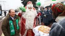 Путешествие Деда Мороза. Праздник вТуле.дети и подростки, Новый год, НТВ, Тула, благотворительность, торжества и праздники, подарки, Дед Мороз.НТВ.Ru: новости, видео, программы телеканала НТВ