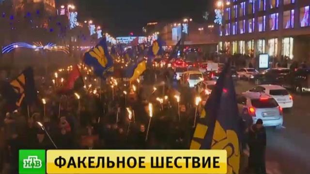 Участники шествия вчесть Бандеры пообещали следить за каждым шагом властей Украины.Киев, Украина, митинги и протесты.НТВ.Ru: новости, видео, программы телеканала НТВ