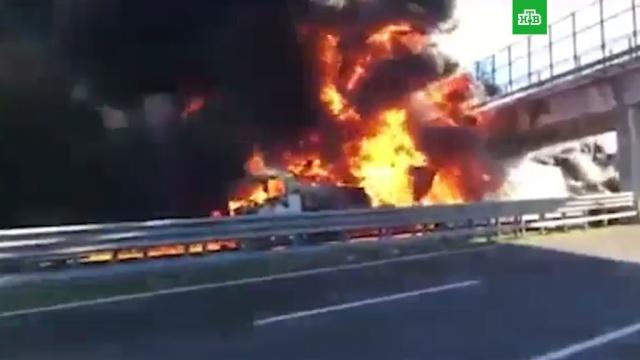 ВИталии шесть человек погибли вДТП сбензовозом.ДТП, Италия, грузовики, дети и подростки.НТВ.Ru: новости, видео, программы телеканала НТВ