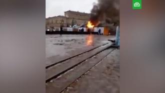 Шесть палаток сгорели на новогодней ярмарке вПетербурге