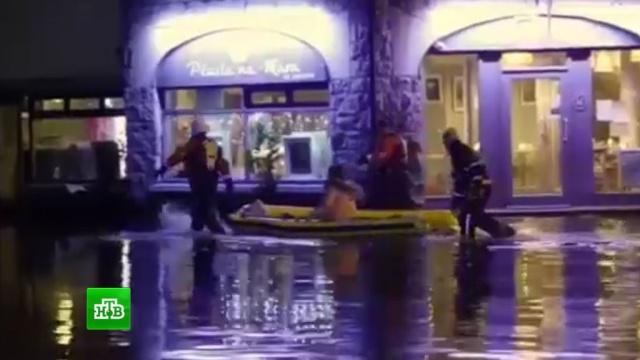 Затопленные дороги иповаленные столбы: города Европы накрыла зимняя буря.Германия, железные дороги, Ирландия, Нидерланды, Париж, туризм и путешествия, Франция, штормы и ураганы.НТВ.Ru: новости, видео, программы телеканала НТВ