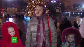 Жители Москвы и регионов прибывают на рождественскую службу в храм Христа Спасителя