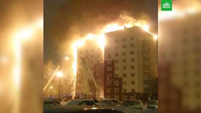 Мощный пожар охватил 9-этажный дом вТюмени.МЧС, пожары, Тюмень.НТВ.Ru: новости, видео, программы телеканала НТВ