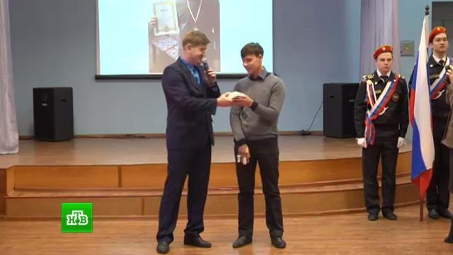 Девятиклассника из Златоуста наградили за помощь в задержании опасного рецидивиста.Челябинская область, дети и подростки, задержание, кражи и ограбления.НТВ.Ru: новости, видео, программы телеканала НТВ