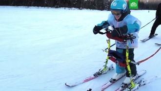 В Сибири инструкторы-волонтеры ставят на лыжи детей-инвалидов