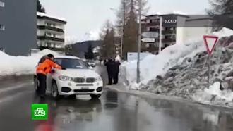 BMW из кортежа Трампа наехал на полицейского в Давосе