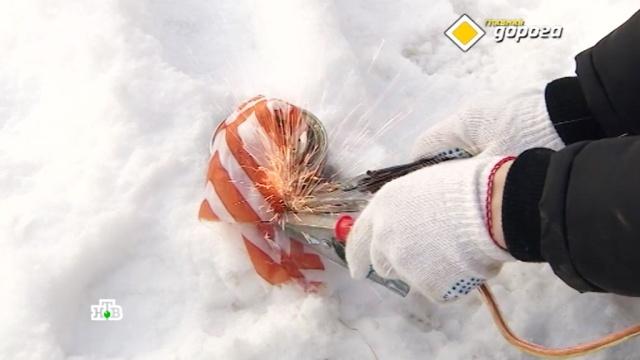 Зимние лайфхаки: зачем водителям в дороге женские чулки, самогон и кошачий наполнитель.автомобили, Главная дорога. Специальный репортаж, зима, морозы.НТВ.Ru: новости, видео, программы телеканала НТВ