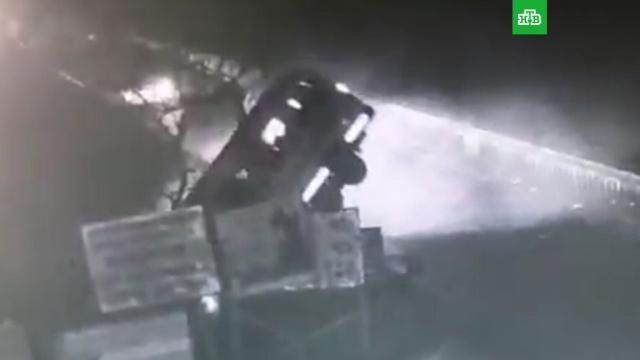 При падении автобуса с моста погибли 13 человек.ДТП, Индия.НТВ.Ru: новости, видео, программы телеканала НТВ