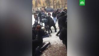 Зоозащитники с ножами и арматурой устроили беспорядки у цирка во Львове