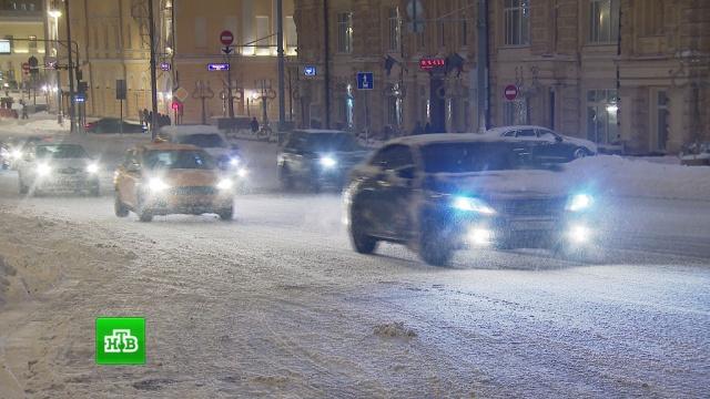 В заснеженной Москве в час пик зафиксировали привычный уровень пробок.автомобили, Москва, погода, погодные аномалии, пробки, снег.НТВ.Ru: новости, видео, программы телеканала НТВ