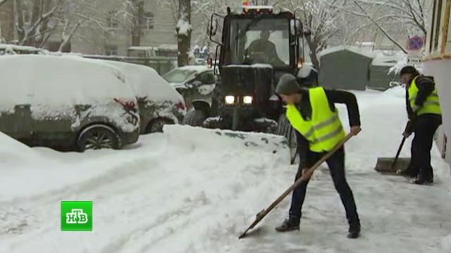 Москва избежала транспортного коллапса после рекордного снегопада.Москва, зима, погода, погодные аномалии, снег.НТВ.Ru: новости, видео, программы телеканала НТВ