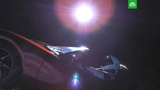 Ракета-носитель Falcon Heavy вывела на орбиту вишневую Тesla.Илон Маск, США, запуски ракет, космос.НТВ.Ru: новости, видео, программы телеканала НТВ