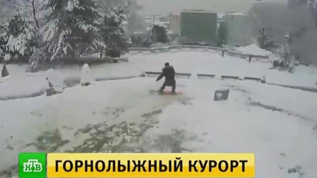 Снегопад стал причиной транспортного коллапса вПариже.Париж, Франция, зима, погода, снег.НТВ.Ru: новости, видео, программы телеканала НТВ