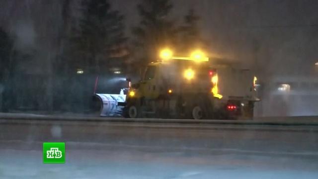 Рейсы отменяются, школы закрываются: на Чикаго обрушился мощный снегопад.Париж, США, Франция, зима, погодные аномалии, снег.НТВ.Ru: новости, видео, программы телеканала НТВ
