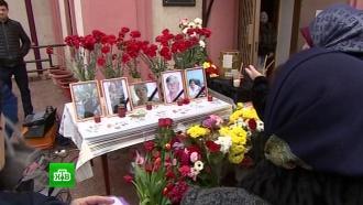 Жители Кизляра провожают жертв воскресной бойни впоследний путь