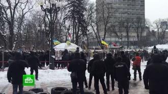 ВКиеве сторонники Саакашвили закидали силовиков камнями: 13пострадавших