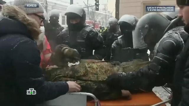 Встолкновениях уРады вКиеве пострадали 20человек.Киев, Украина, беспорядки, задержание, митинги и протесты, полиция.НТВ.Ru: новости, видео, программы телеканала НТВ