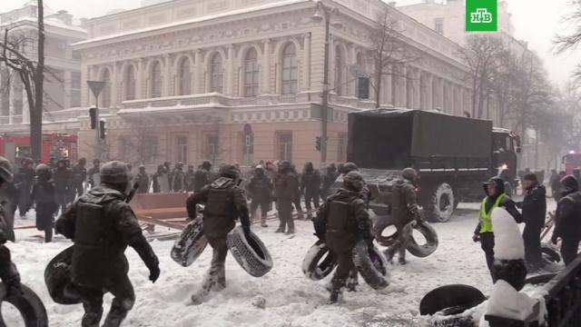 Украинский спецназ зачистил «Михомайдан»: задержаны 100протестующих.Киев, Украина, беспорядки, задержание, митинги и протесты, полиция.НТВ.Ru: новости, видео, программы телеканала НТВ