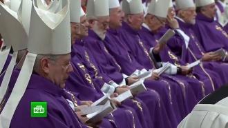 Мужчина из эскорта обвинил священников в Ватикане в гомосексуальных связях