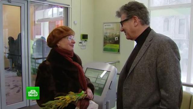 «Сбербанк» поздравил клиенток с 8 Марта с помощью знаменитостей.женщины, подарки, Сбербанк, торжества и праздники, 8 Марта.НТВ.Ru: новости, видео, программы телеканала НТВ