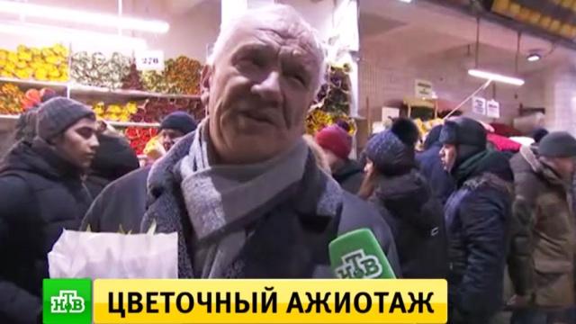 Все для любимых: москвичи штурмуют цветочные магазины сраннего утра.8 Марта, женщины, подарки, торжества и праздники, цветы.НТВ.Ru: новости, видео, программы телеканала НТВ