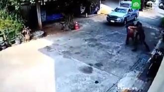 Побег заключенных из здания суда в Таиланде попал на видео