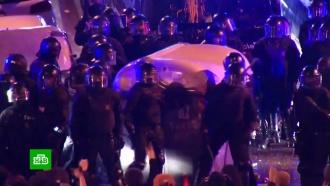 Около 100человек пострадали вКаталонии входе протестов против ареста Пучдемона