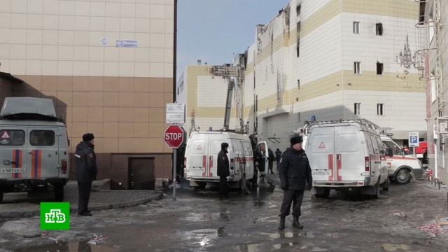 СК: трое пропавших после пожара в«Зимней вишне» нашлись живыми.Кемерово, Следственный комитет, дети и подростки, пожары, поисковые операции.НТВ.Ru: новости, видео, программы телеканала НТВ