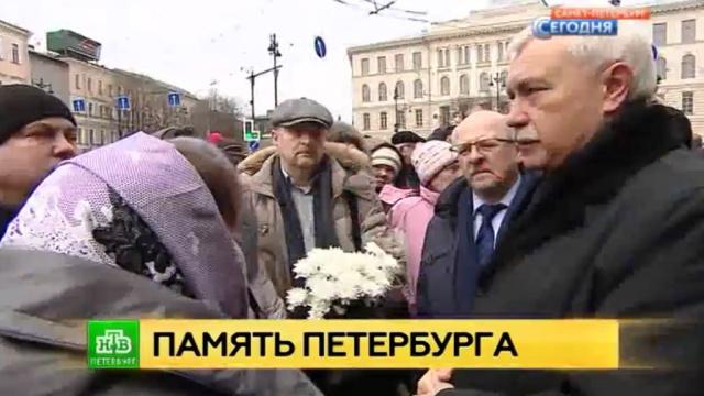 Чужого горя не бывает: Петербург вспоминает жертв теракта вметро.Санкт-Петербург, взрывы, метро, памятные даты, терроризм.НТВ.Ru: новости, видео, программы телеканала НТВ