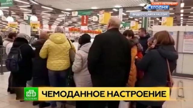 Петербургский гипермаркет раздаст чемоданы всем участникам скандальной акции.Интернет, Санкт-Петербург, магазины, соцсети, торговля.НТВ.Ru: новости, видео, программы телеканала НТВ