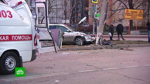 ДТП со скорой: водитель Subaru бросил в разбитой машине раненую спутницу.ДТП, Москва.НТВ.Ru: новости, видео, программы телеканала НТВ