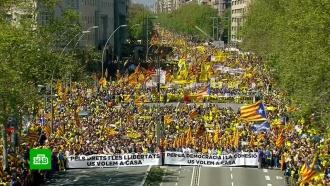 В Барселоне 315 тысяч человек выступили в защиту арестованных каталонских политиков.Испания, Каталония, демонстрации.НТВ.Ru: новости, видео, программы телеканала НТВ