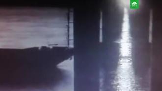 Столкновение судна с мостом под Казанью попало на видео
