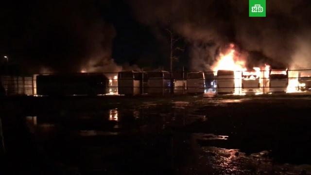 МЧС: врезультате пожара вМоскве выгорели 15автобусов.МЧС, Москва, автобусы, пожары.НТВ.Ru: новости, видео, программы телеканала НТВ
