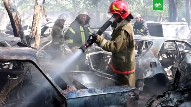 Полсотни автомобилей сгорело на автостоянке в Киеве.Киев, Украина, автомобили, пожары.НТВ.Ru: новости, видео, программы телеканала НТВ