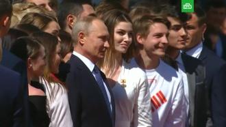 Путин после инаугурации пообщался смолодежью
