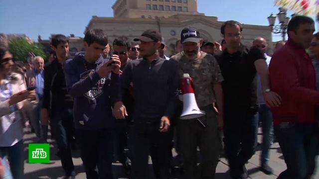 Тысячи людей ждут на главной площади Еревана избрания премьера.Армения, Ереван, выборы, митинги и протесты, оппозиция.НТВ.Ru: новости, видео, программы телеканала НТВ