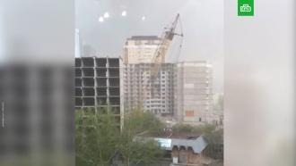 Ураган вАстане повалил башенный кран
