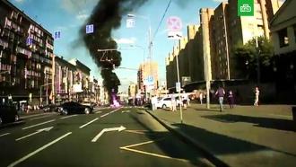 Мотоциклист погиб после столкновения с грузовиком в центре Москвы