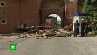 Мощный ураган в центре России переворачивал машины и остановки