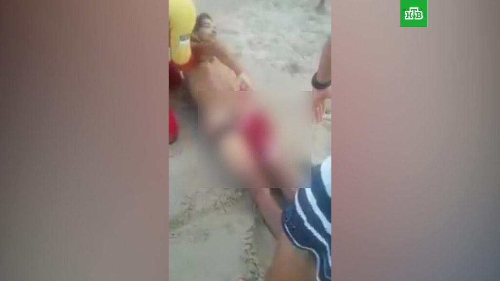 Девочка массажирует писюн видео