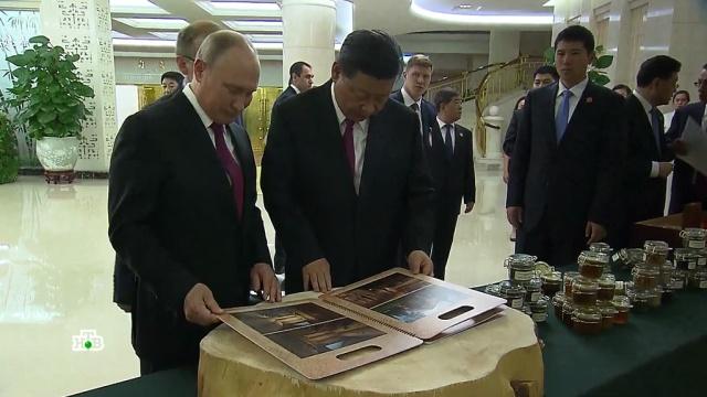 Путин подарил Си Цзиньпину орехи, мед ичай.Китай, Путин, ШОС, подарки.НТВ.Ru: новости, видео, программы телеканала НТВ