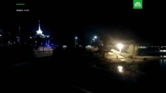 При столкновении баржи икатамарана на Волге погибли 10человек