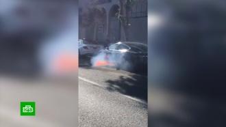 Электромобиль знаменитого режиссера вспыхнул во время движения