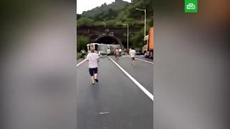 Трое погибли встрашной аварии вКитае