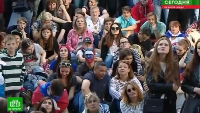 Фан-зона на Конюшенной погрузилась вмолчание от проигрыша россиян.Самара, спорт, Уругвай, футбол.НТВ.Ru: новости, видео, программы телеканала НТВ